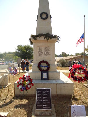 Monument with Wreaths_opt